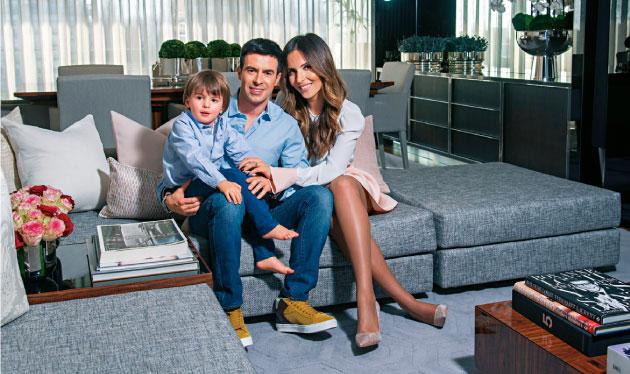 """""""A cantora brasileira e o marido, Paulo Quintanilha, receberam-nos na sua casa na Foz."""" - Revista Caras"""