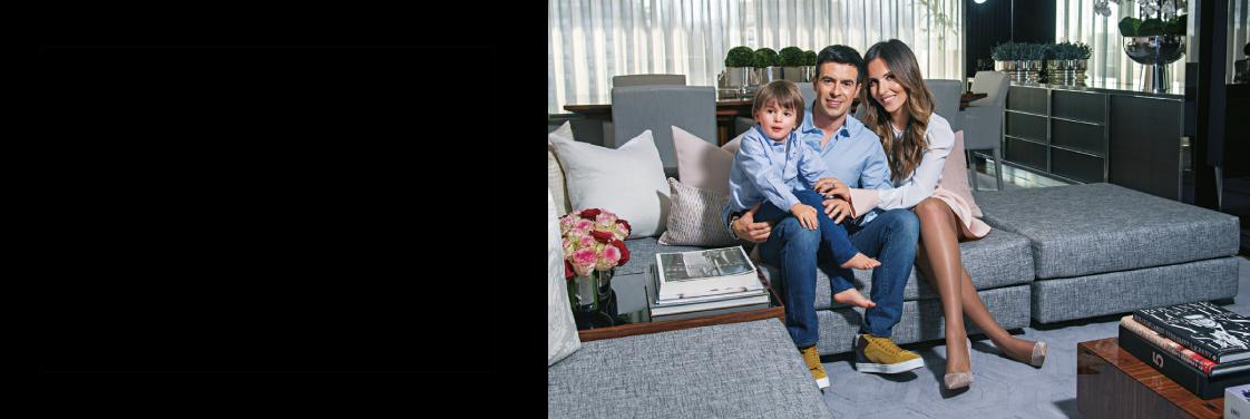 Carol Curry e o marido, Paulo Quintanilha, receberam a Revista Caras na sua casa da Foz.